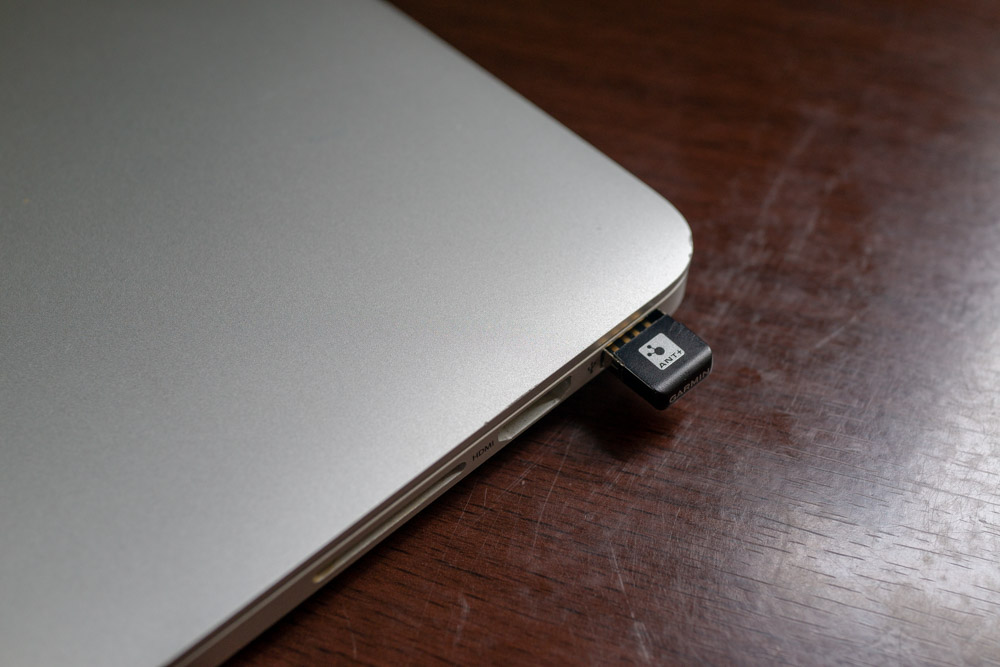 ANT+ USBドングルを差し込むだけ