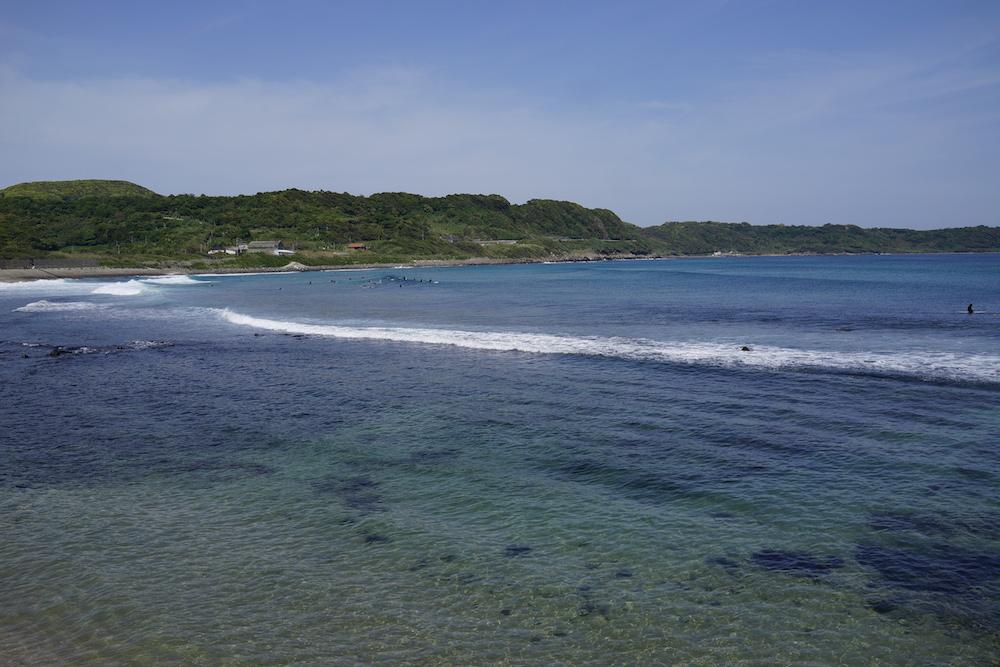 立神岩の海を眺める