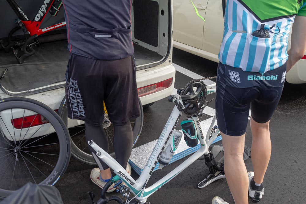 自転車を積み込む