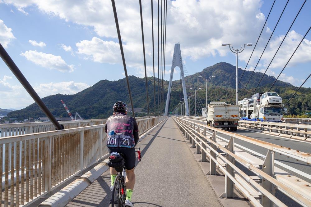 生口橋を走る