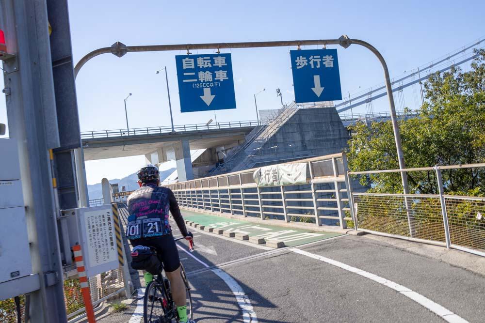 因島大橋へ入る
